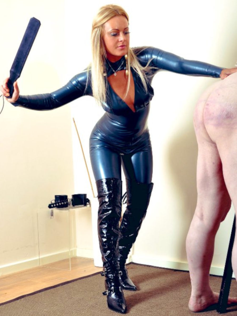Mistress_Athena_Edinburgh_July_2019