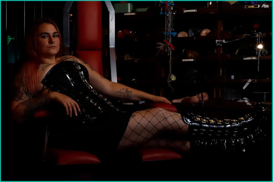 Mistress_ Ava_Satanas_MaisondeDebauch_non_binary